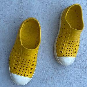 Native C10 Jefferson Boy Girl Crayon Yellow Shoes